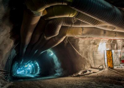 Revisión Ingeniería Básica, desarrollo Ingeniería de detalles y terreno para montaje equipos media tensión interior Mina. High Service para Codelco Chuquicamata